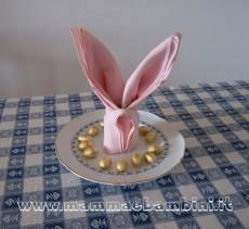 Piegare i tovaglioli a coniglio