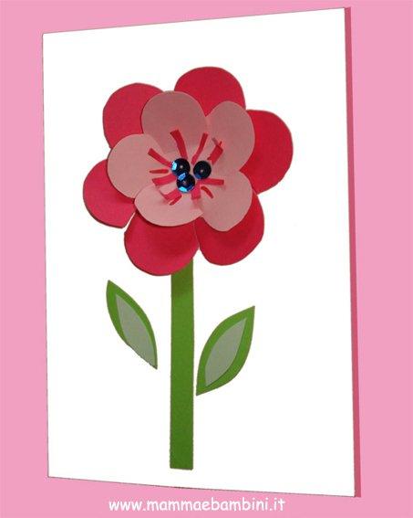 Biglietto con fiore per la festa della mamma mamma e bambini for A forma di disegni per la casa