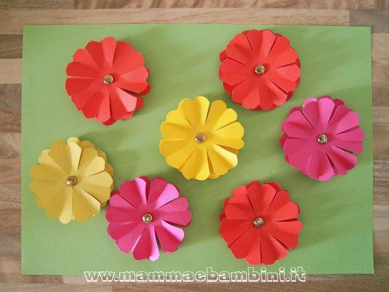 Fiori di carta come realizzarli mamma e bambini for Fiori di cartoncino