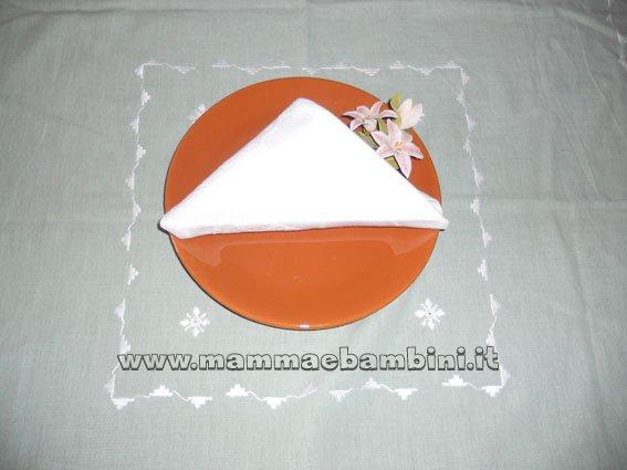Piegare i tovaglioli: triangolo con sacca