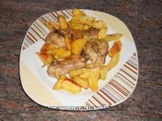 Cosce di pollo al forno con patate, ricetta e foto