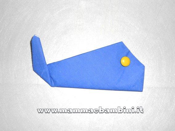 Amato Come piegare i tovaglioli di carta: la balena - Mamma e Bambini AX48