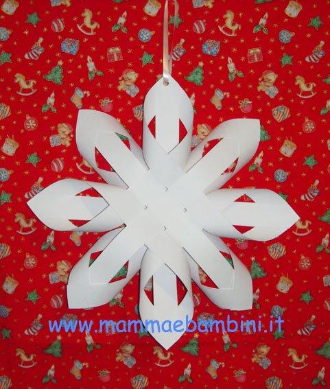 Come realizzare una stella di carta mamma e bambini - Addobbi natalizi per finestre scuola infanzia ...