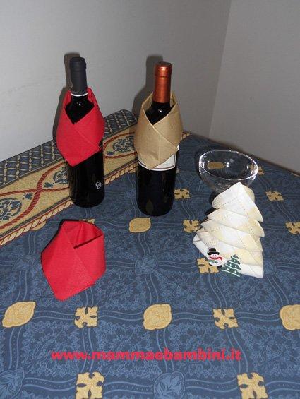 Decorare le bottiglie a tavola