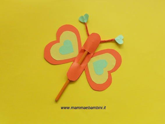 Lavoretti per bambini: farfalla con carta n.2