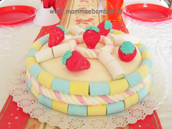Torta decorata con i marshmallows in ricette