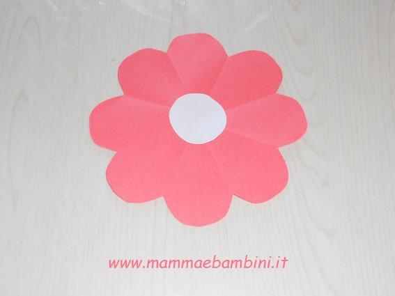 Come realizzare un fiore con la carta velocemente