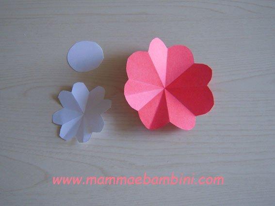 Video su come realizzare un fiore con otto petali