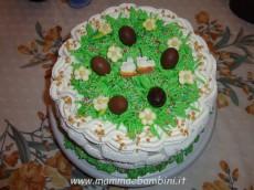 Decorazione torta a canestro con prato