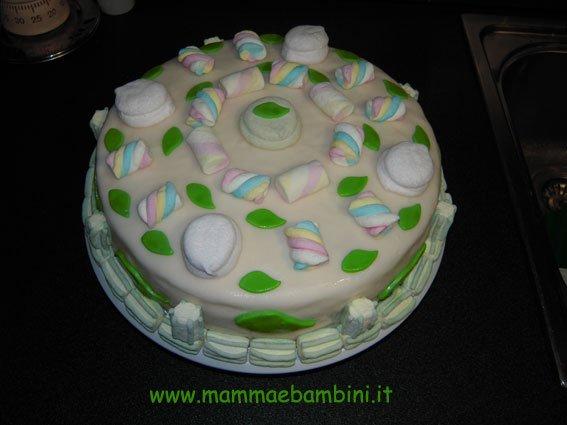 Foto torta compleanno con i marshmallows