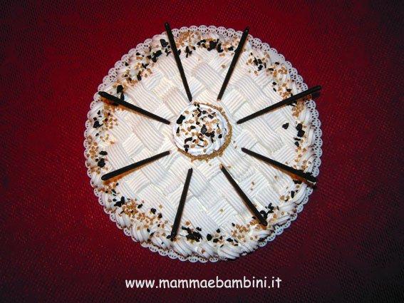 Torta alla panna decorata con i mikado mamma e bambini for Decorazioni torte uomo con panna