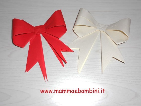 Video come realizzare un fiocco origami