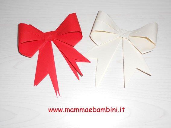 Realizzare un fiocco di carta con l'origami