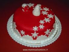 Torta decorata con fiocchi di neve