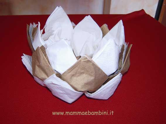 Tovaglioli a pigna per natale mamma e bambini - Decorazioni con fazzoletti di carta ...