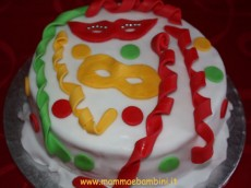 Come decorare torta per Carnevale