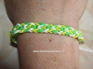 Video su braccialetto con elastici