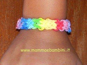Video per realizzare braccialetto con elastici