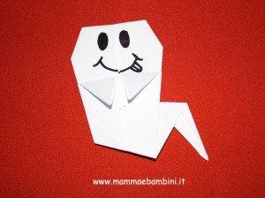 Come realizzare un fantasmino per halloween con l origami for Decorazioni halloween finestra