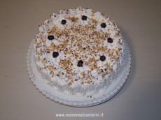 Foto torta decorata con la panna