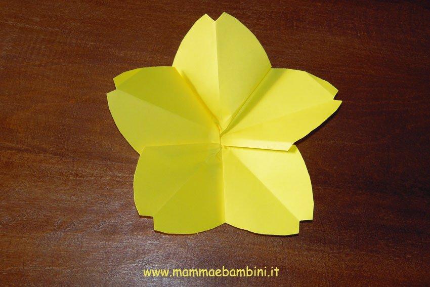 Video come realizzare un fiore