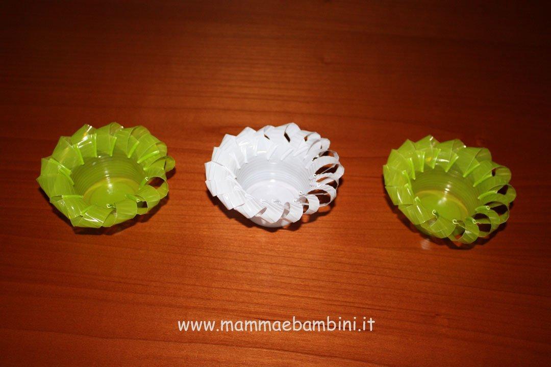decorazioni con bicchieri di plastica mamma e bambini