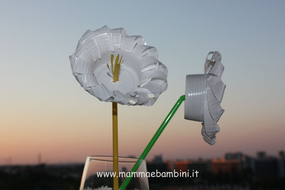 Popolare Lavoretti con bicchieri di plastica - Mamma e Bambini VB69