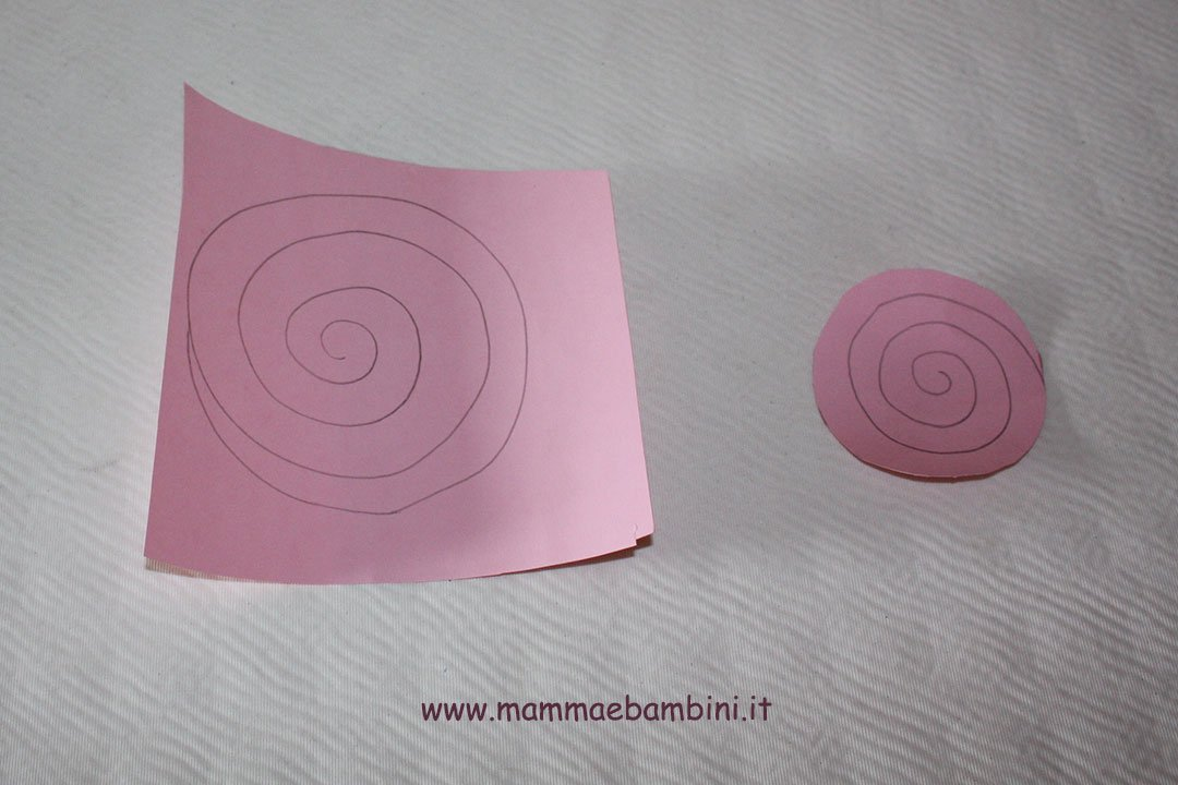Come creare rose di carta a spirale 04