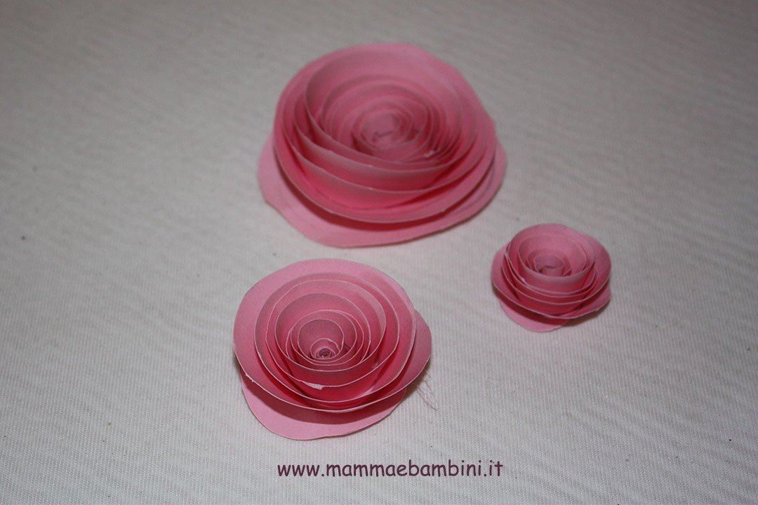 Come creare rose di carta a spirale 01