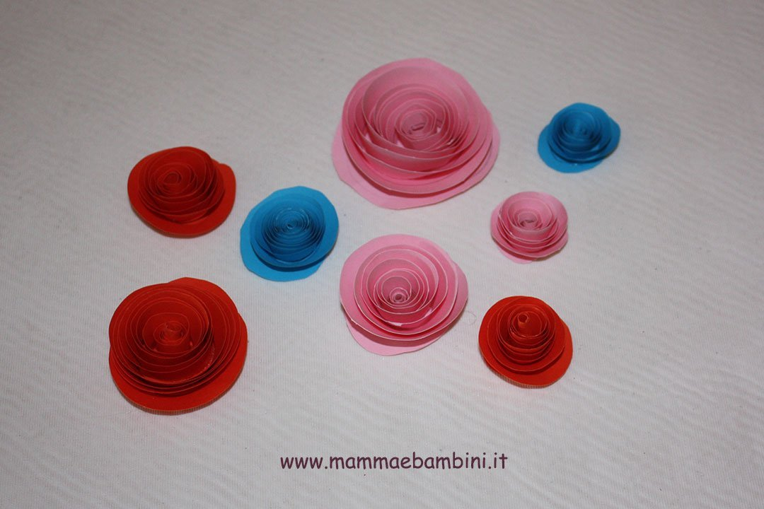 Come creare rose di carta a spirale 00