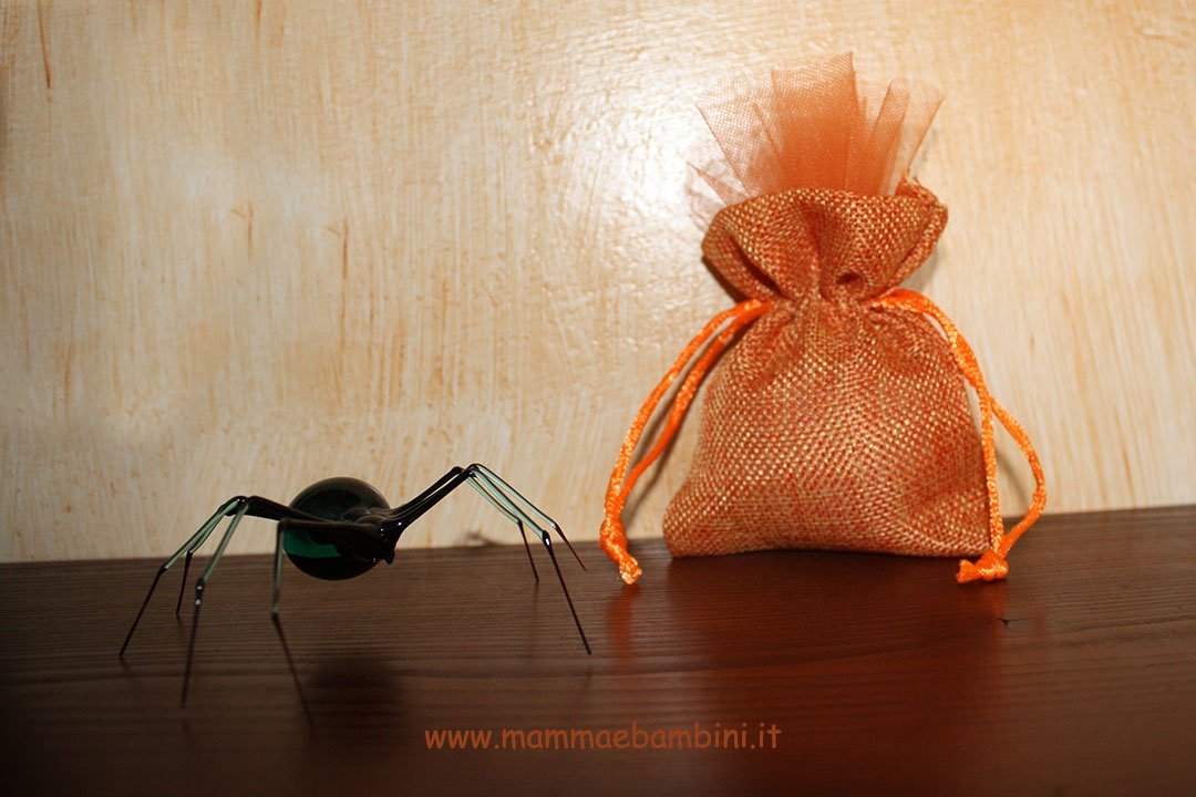 Come confezionare sacchetti portaconfetti 04
