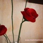 Come realizzare dei fiori di carta con gambo