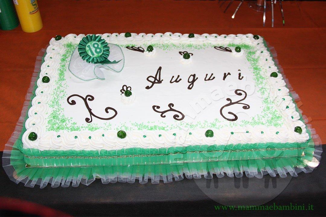 Torta Compleanno 18 Anni Con Panna Mamma E Bambini