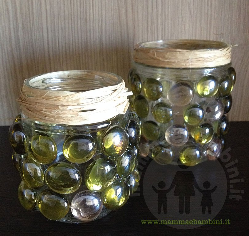 Vasi decorativi con sassi di vetro fai da te mamma e bambini - Portacandele natalizi fai da te ...