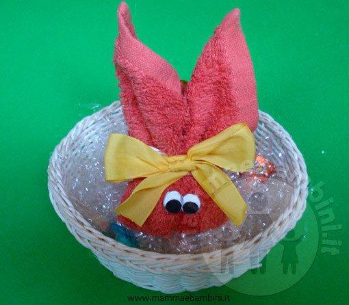 Lavoretti per Pasqua: coniglio con asciugamano n.3