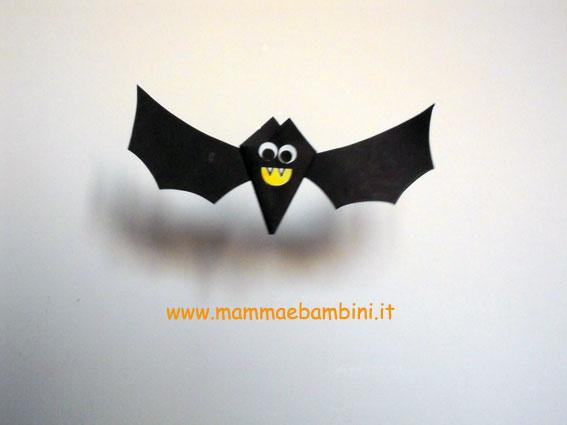 Lavoretti per halloween pipistrello con cartoncino for Papillon bambino fai da te