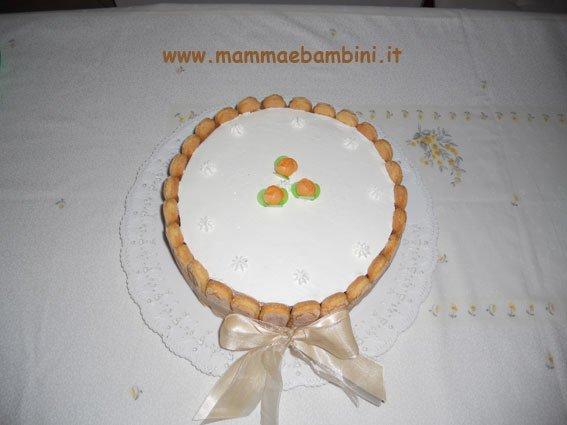 torta decorata con savoiardi