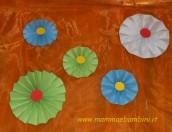 Fiore di carta con tecnica fisarmonica