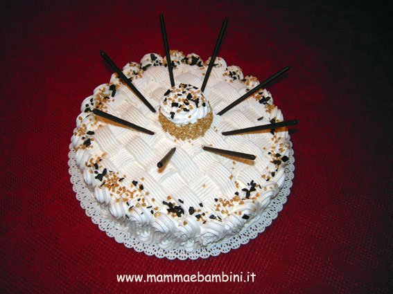 Torta Alla Panna Decorata Con I Mikado Mamma E Bambini