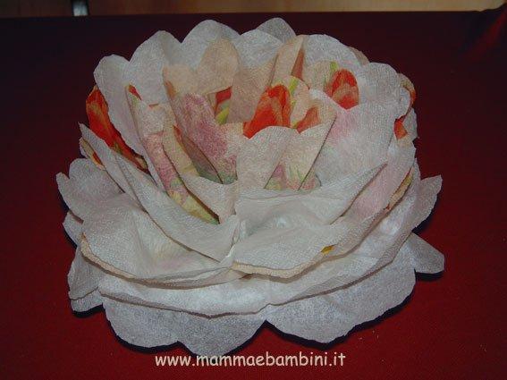 Fiore facile con tovagliolo di carta mamma e bambini - Decorazioni natalizie con tovaglioli di carta ...