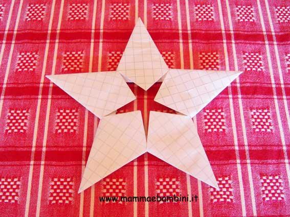 Come Costruire Una Stella Di Natale.Come Realizzare Una Stella Di Natale Di Carta Mamma E Bambini