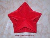 Come realizzare stelle 3D origami per Natale