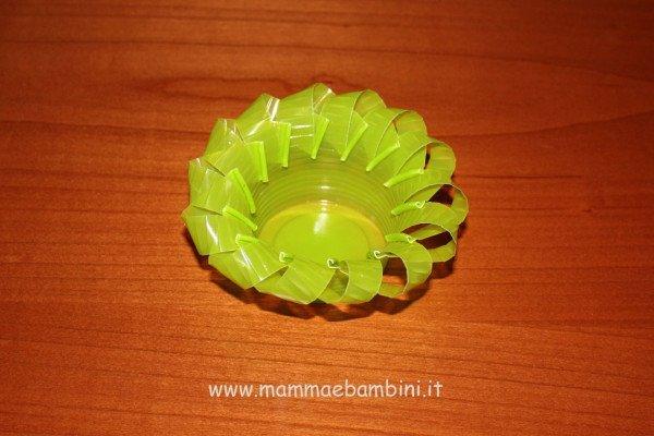 Decorazioni a tavola mamma e bambini for Sfere con bicchieri di plastica