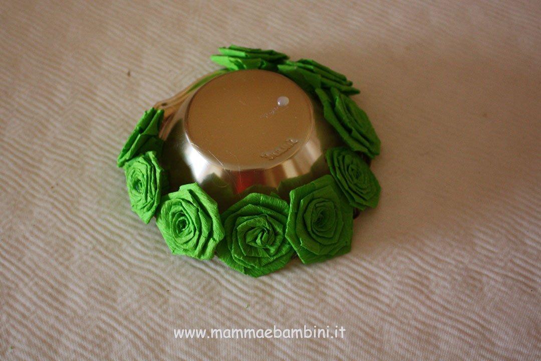 Centrotavola con rose di carta crespa 04