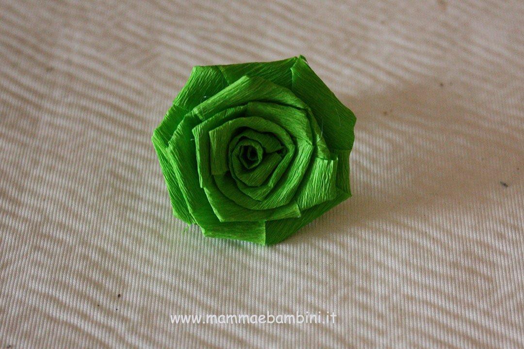 Centrotavola con rose di carta crespa 06