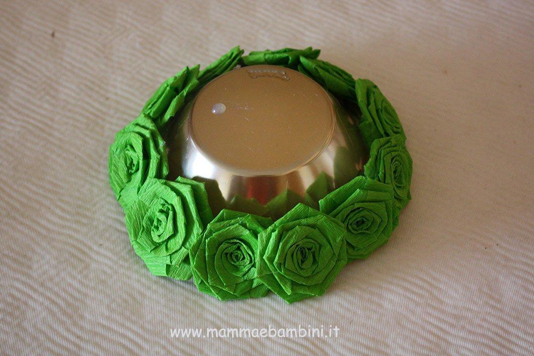Centrotavola con rose di carta crespa 07