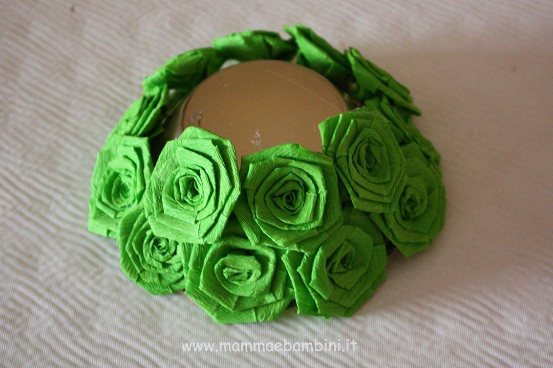 Centrotavola con rose di carta crespa 08
