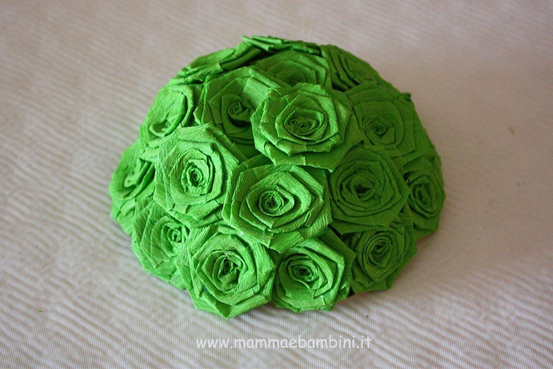 Centrotavola con rose di carta crespa 09