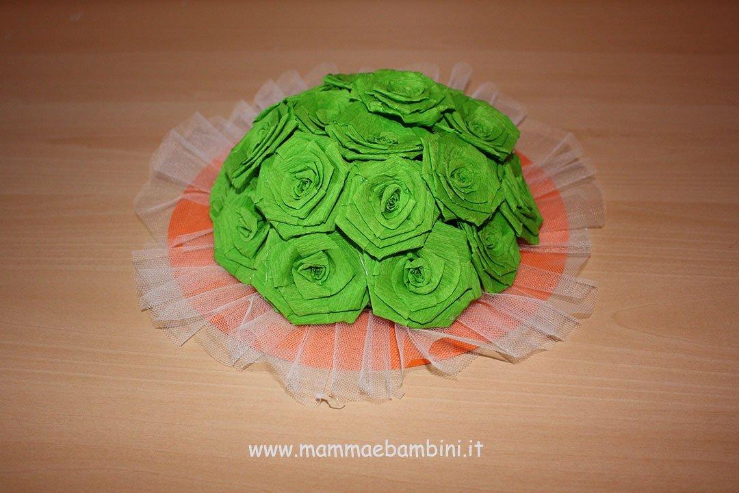 Centrotavola con rose di carta crespa 14