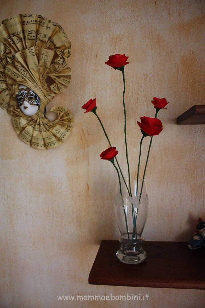 Come realizzare dei fiori di carta con gambo 10